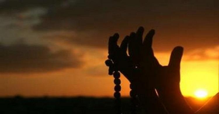 আল্লাহ যে ব্যক্তিদের দোয়া সব সময় কবুল করে থাকেন
