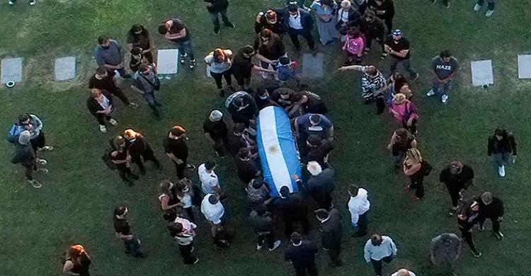 ম্যারাডোনার মৃতদেহ চুরির আশঙ্কা, পাহারায় ২০০ পুলিশ