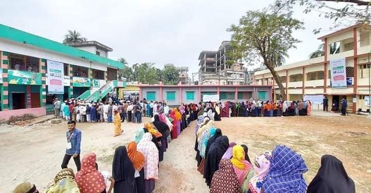 রায়পুর পৌরসভা নির্বাচন: শান্তিপূর্ণভাবে ভোট গ্রহণ শুরু