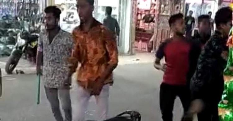 লক্ষ্মীপুরে কিশোর গ্যাং হামলায় আতঙ্ক (ভিডিও)