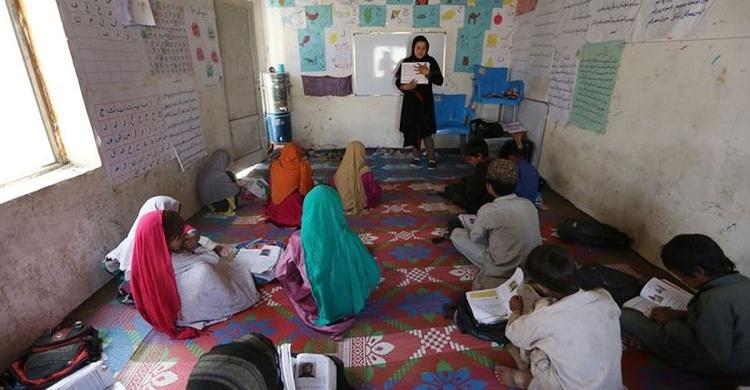 চার মাস ধরে বেতন পান না আফগান শিক্ষকরা